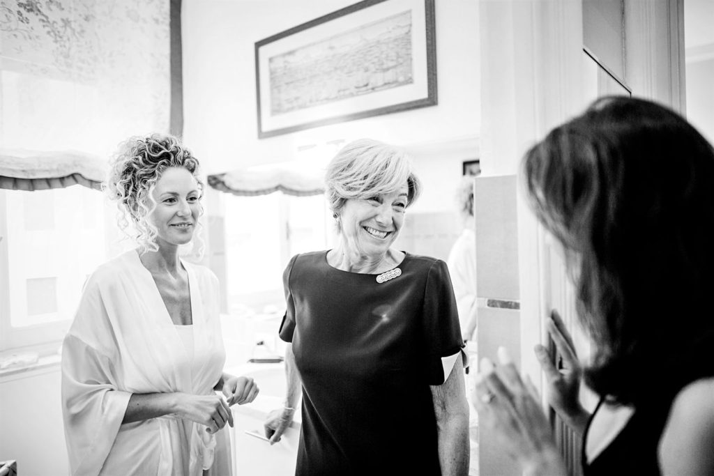 un bel sorriso della mamma della sposa