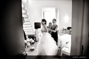 004 fotografo reportage matrimonio toscana vestizione della sposa