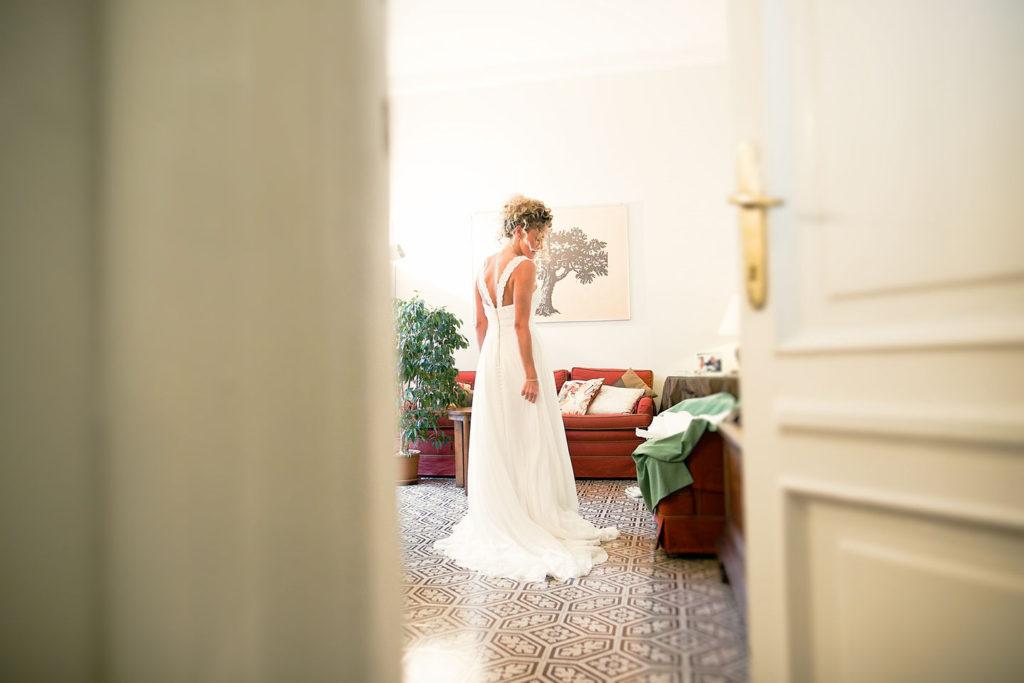 uno scorcio della sposa vestita