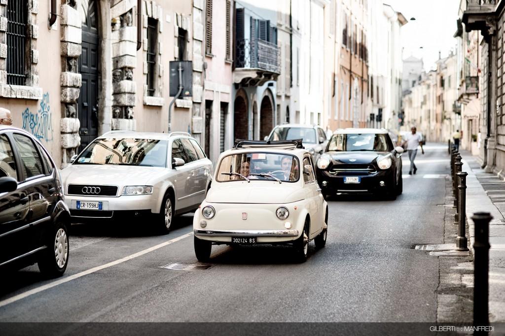 Auto bianca sposa matrimonio