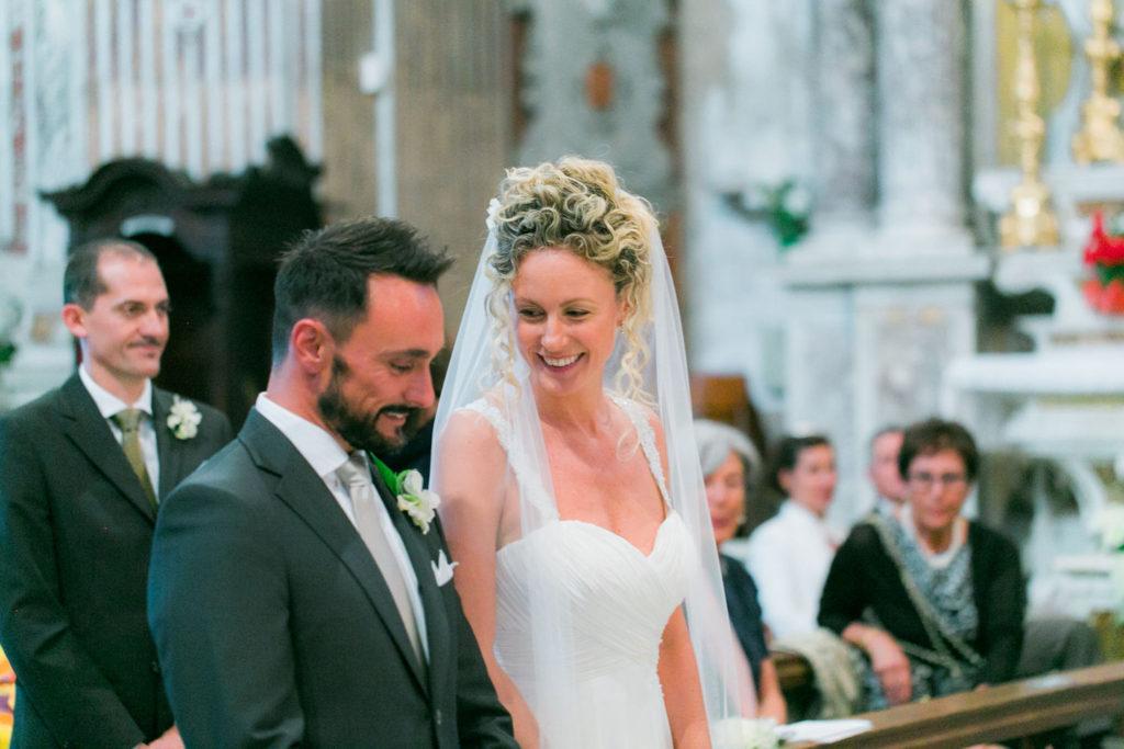 Gli sposi nella chiesetta di Bogliasco