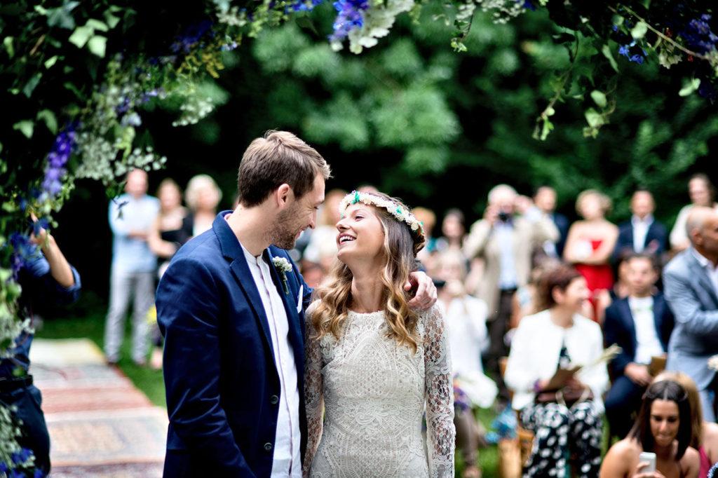 uno sguardo carico di amore degli sposi