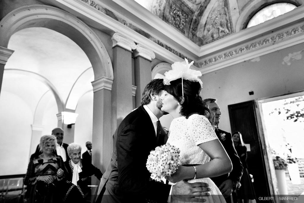 Abbraccio-chiesa-sposi