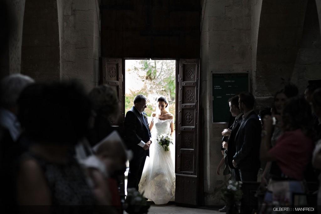 ingresso chiesa sposa