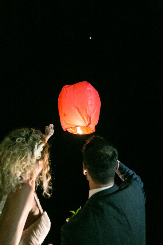 il lancio delle lanterne cinesi dalla terrazza del ristorante Just Peruzzi