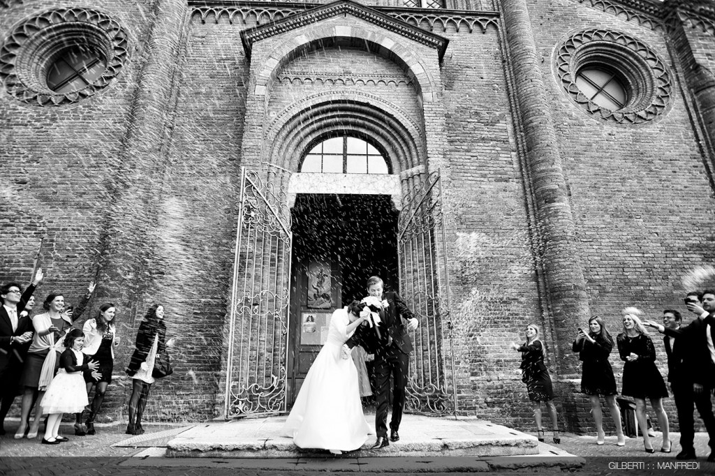 Lancio del riso matrimonio chiesa