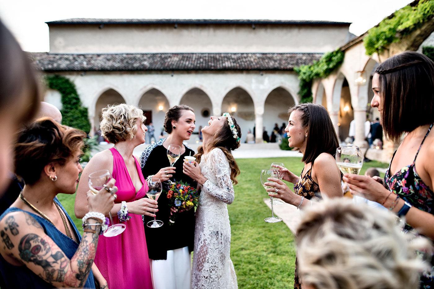 la sposa con le amiche