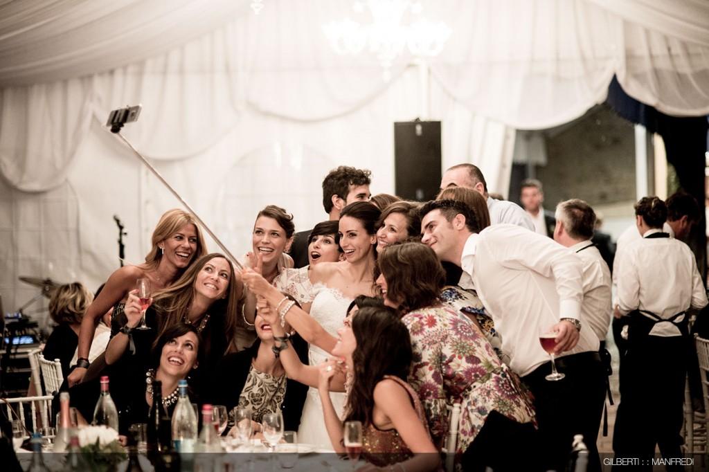 selfie amici sposi