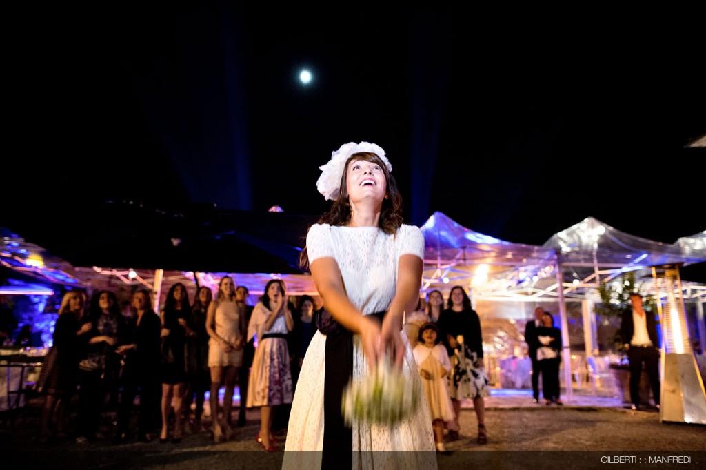 Lancio-del-bouquet-sposa-matrimonio
