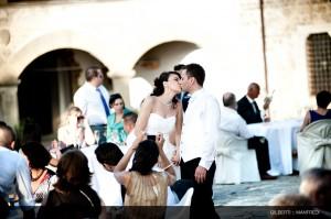 041 fotografo matrimonio toscana bacio degli sposi