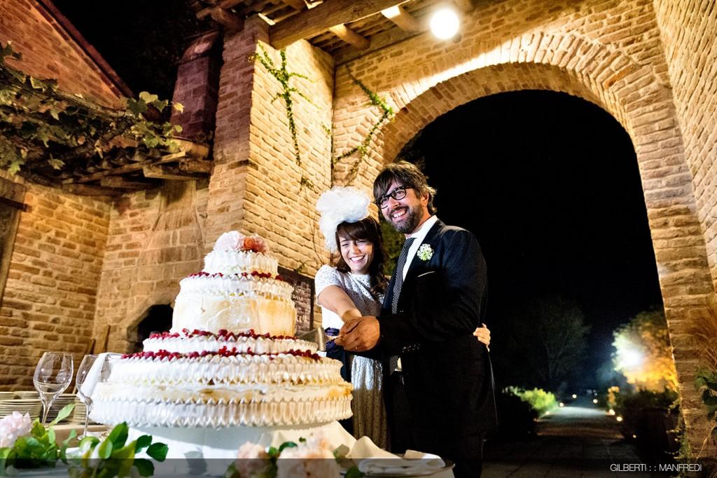 Taglio-della-torta-sposi-matrimonio