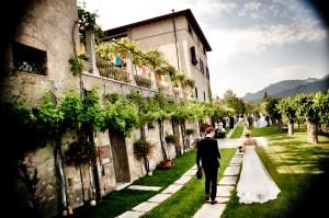 26 Wedding reportage Brescia sposi camminata