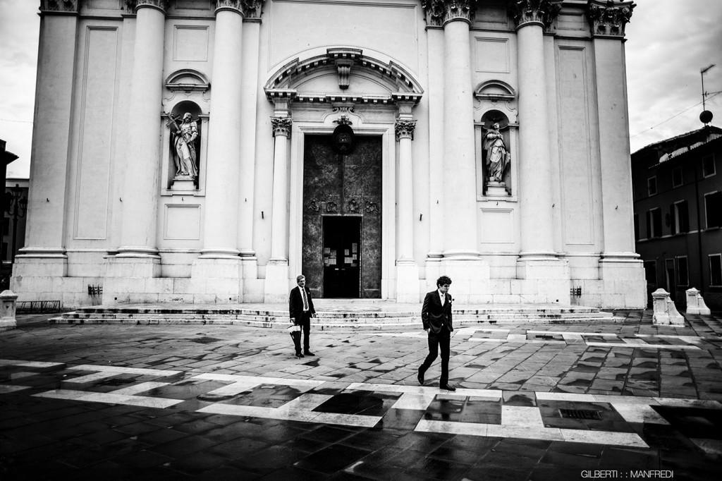 Attesa sposo chiesa